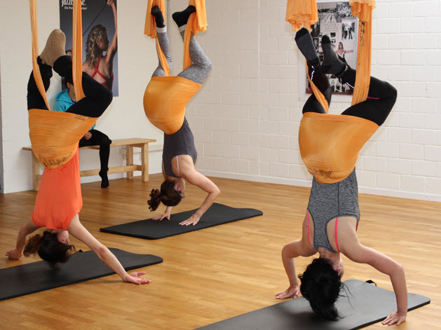 AntiGravity-Fitness: Yoga in der Luft